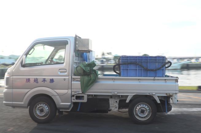 鎌倉魚市場のトラック
